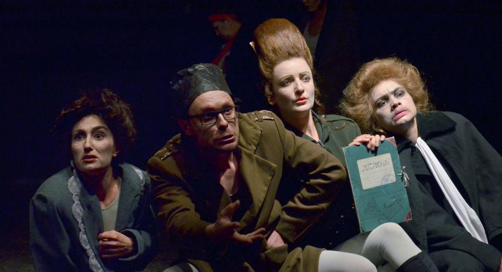 Спектакль Ревизор в постановке Государственного республиканского академического немецкого драматического театра