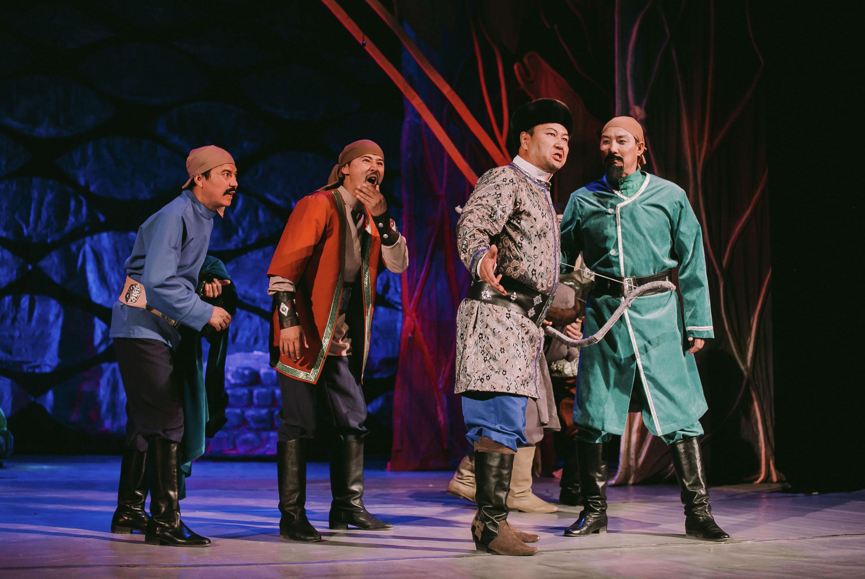 Спектакль в исполнении артистов Кызылординского областного казахского музыкального драмтеатра