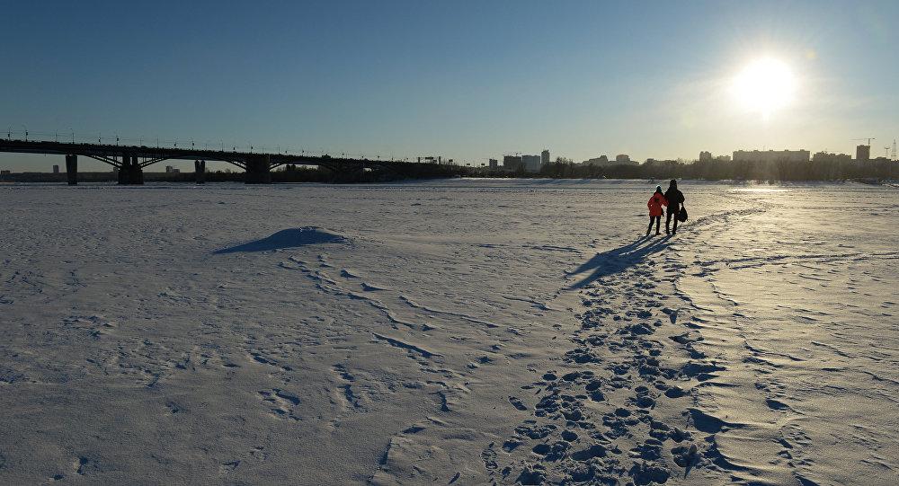 ВПавлодаре спасли детей, оказавшихся натонком льду наИртыше