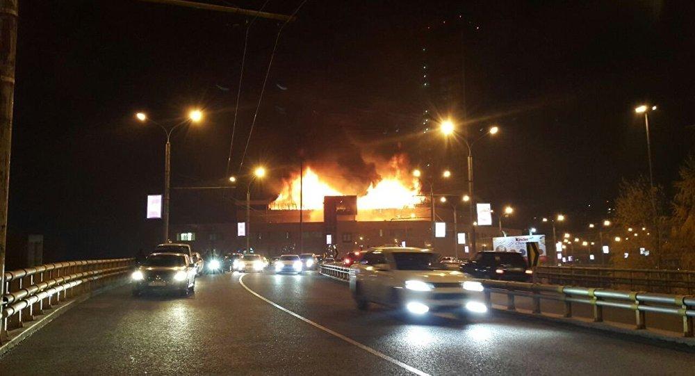 Архивное фото пожара в Almaty Towers