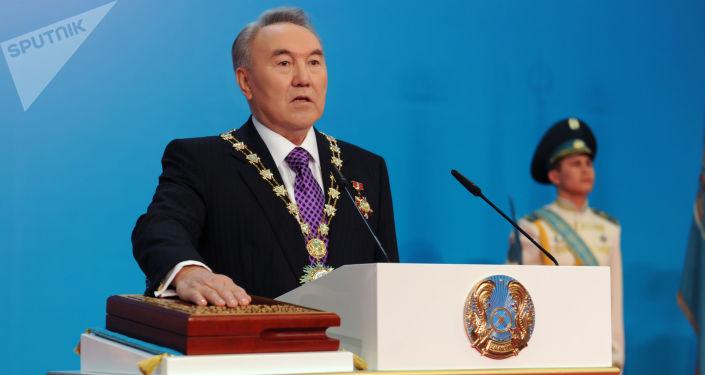Президент республики Казахстан Нурсултан Назарбаев произносит клятву по время торжественной церемонии инаугурации, 2011 год