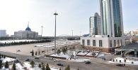 Резиденция президента Казахстана Акорда (слева) и здание правительства РК (справа)