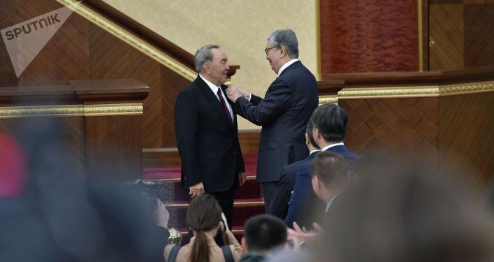 Нурсултан Назарбаев удостоен знаком особого отличия Алтын Жулдыз и званием Халық каhарманы (Народный герой)