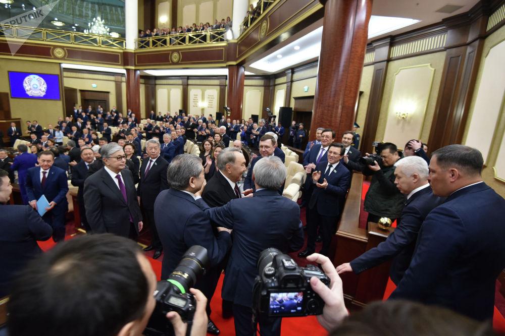 Нурсултан Назарбаев после церемонии принесения присяги президентом Республики Казахстан Касым-Жомартом Токаевым