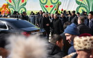Нурсултан Назарбаев прибыл на автомобиле Maybach