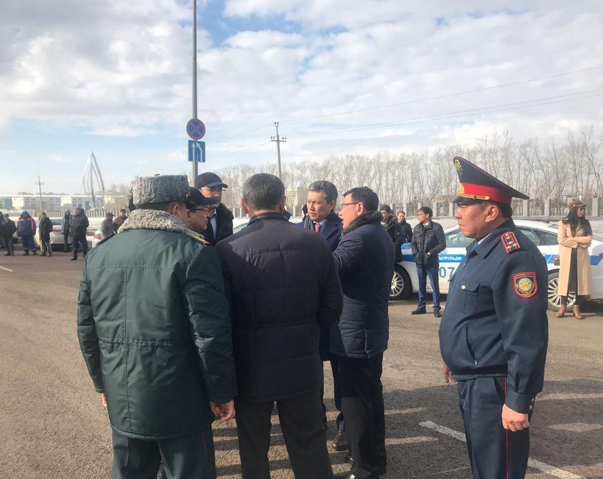 Аким Нур-Султана Бахыт Султанов на месте крупной аварии, которая произошла на пересечении Улы Дала и Кабанбай батыра