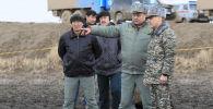 Министр обороны Казахстана прибыл к месту крушения вертолета