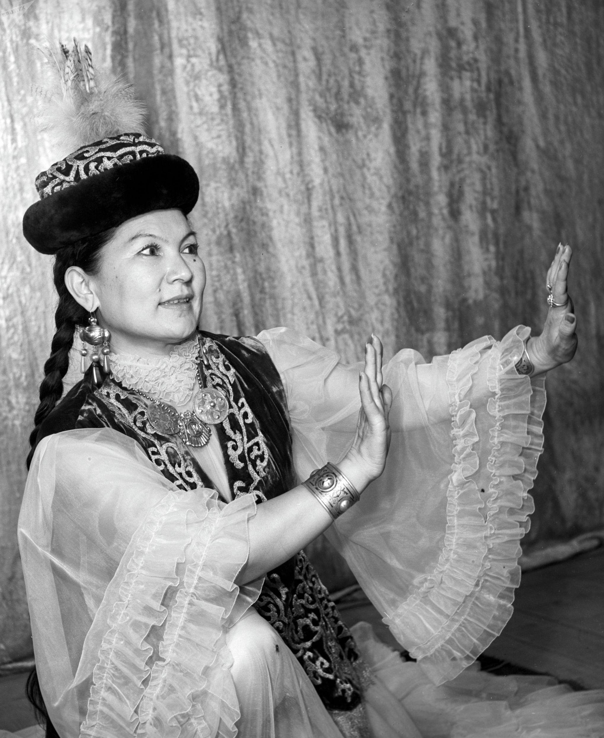Народная артистка Казахской ССР Шара Жиенкулова