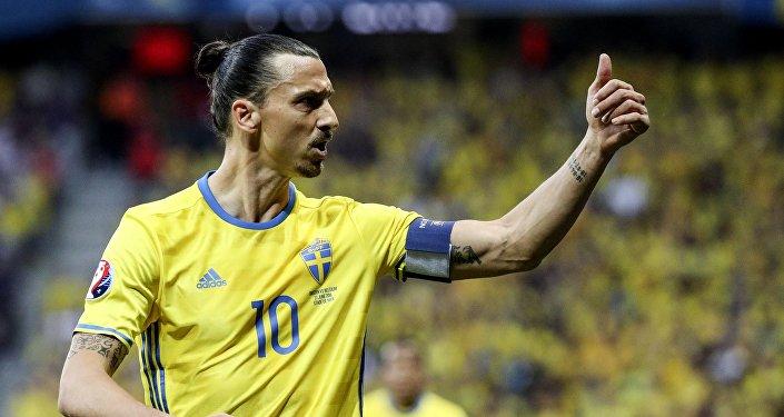Игрок сборной Швеции Златан Ибрагимович в матче группового этапа чемпионата Европы по футболу - 2016 между сборными командами Швеции и Бельгии