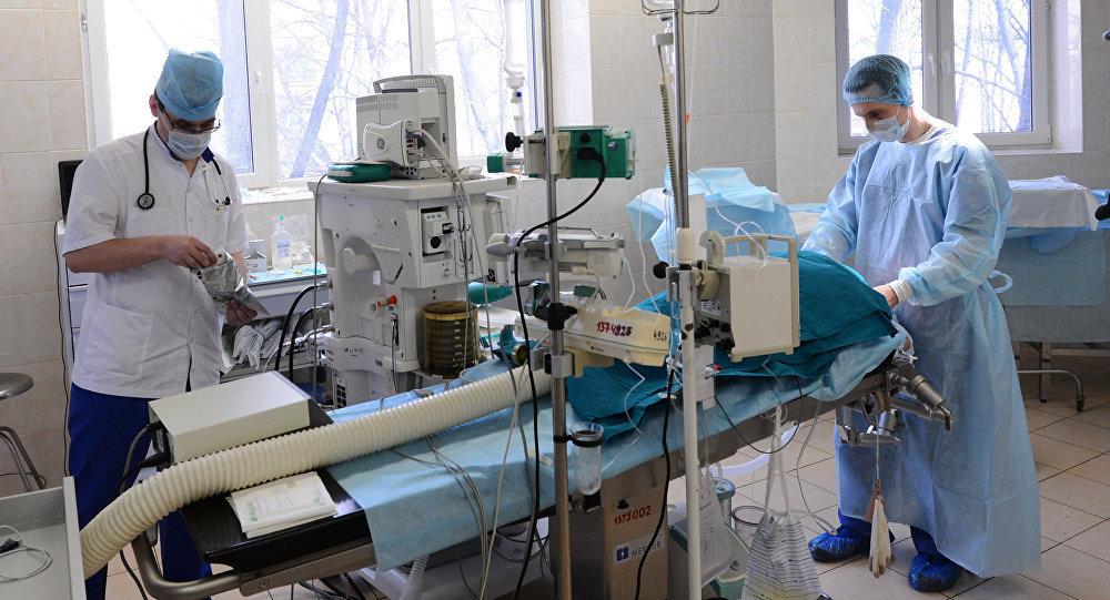 Архивное фото хирургов во время операции