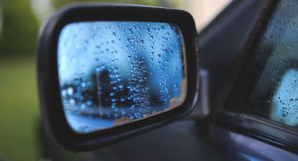 Зеркало на автомобиле