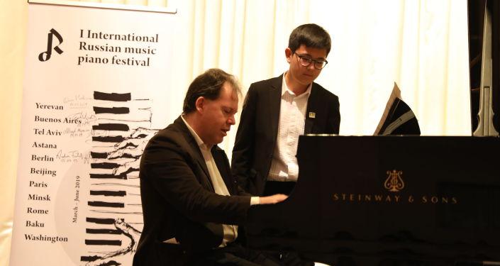 Профессор Богаднов дал мастер-класс для столичных пианистов