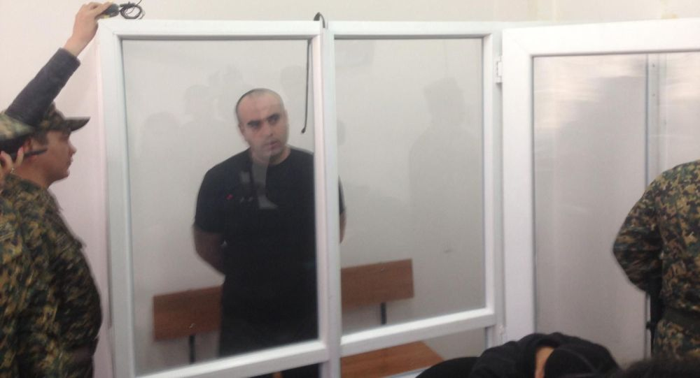 Алматинец Мурат Аскар-Оглы, которого обвиняют в том, что он избил камнем родного сына и оставил умирать, вновь предстал перед судом