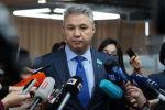 Председатель партии Ак жол, депутат Азат Перуашев