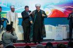 Главе Совета муфтиев России Равилю Гайнутдину подарили чапан в Казахстане