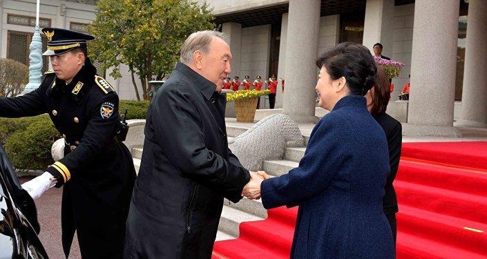 Нұрсұлтан Назарбаев Корея республикасының президенті Пак Кын Хемен кездесті
