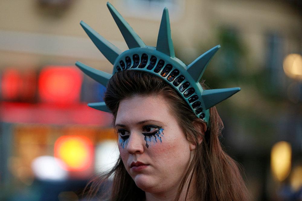 Жаңадан сайланған Дональд Трампқа қарсы назылық акциясына қатысушылар