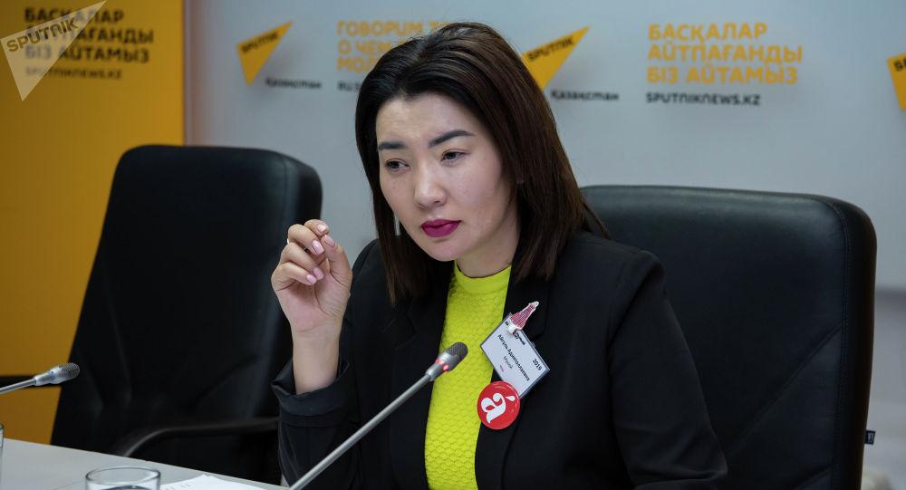 Телеведущая Айгуль Мукей зачитала текст диктанта в пресс-центре Sputnik Казахстан