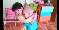 Муха Цокотуха в исполнении детсадовцев - смешное видео