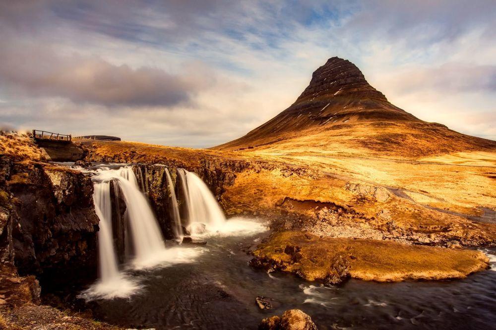 Вид на гору Киркьюфетль в Исландии
