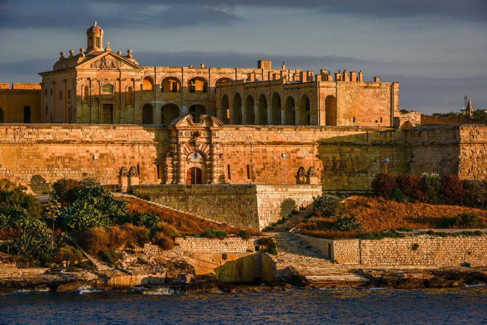 Средневековая крепость мальтийских рыцарей Форт Маноэль