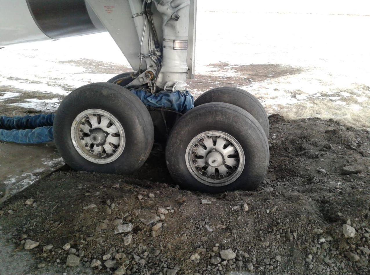 Boeing -757, выполнявший перегоночный рейс, увяз шасси в грунт в аэропорту Костаная