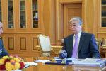 Касым-Жомарт Токаев и первый заместитель министра обороны – начальник Генерального штаба Вооруженных сил Мурат Бектанов
