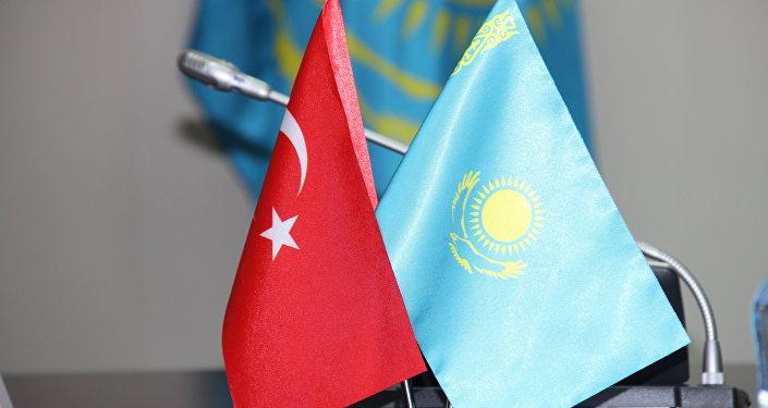 Флаги Казахстана и Турции