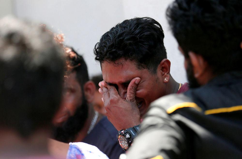 Родственник жертвы взрыва в святилище Святого Антония, Церковь Коччикаде в Коломбо (21 апреля 2019). Шри-Ланка