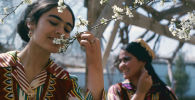 Девушки в Узбекистане