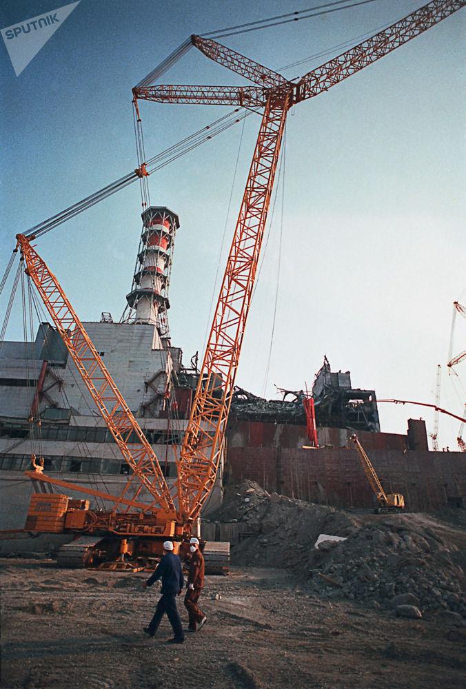 Чернобыль АЭС апаттық 4-ші блок қабырғасының опырылып түскен сәті