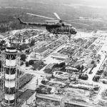 Тікұшақ Чернобыль АЭС апаттан соң радиологиялық өлшем жасауда