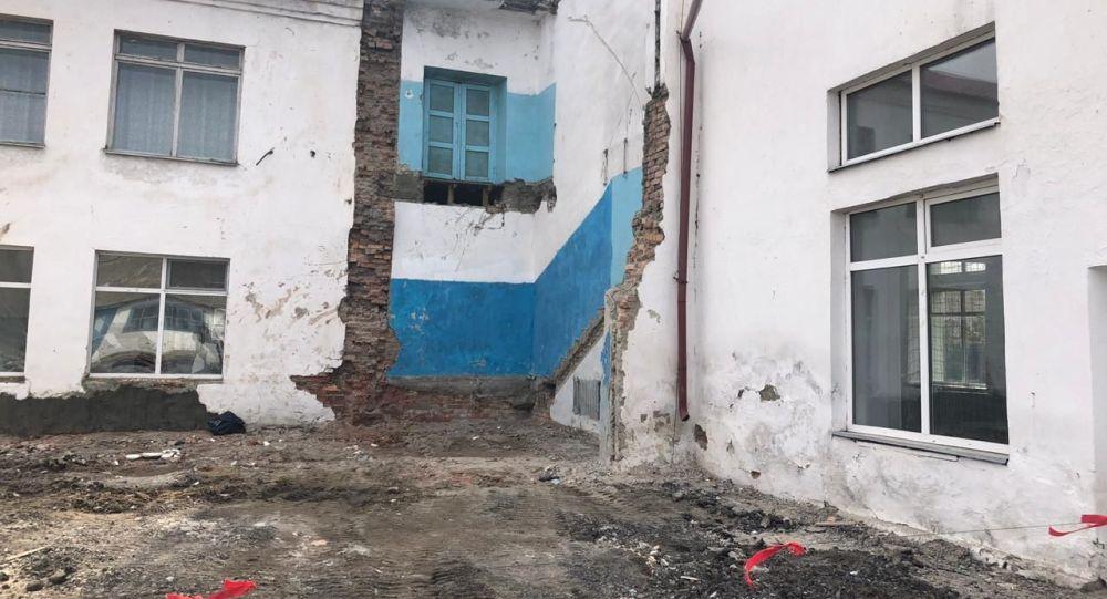 Обрушение аварийного выхода в школе в городе Тайынша Северо-Казахстанской области