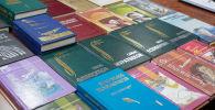 Қазақ жазушыларының кітаптары