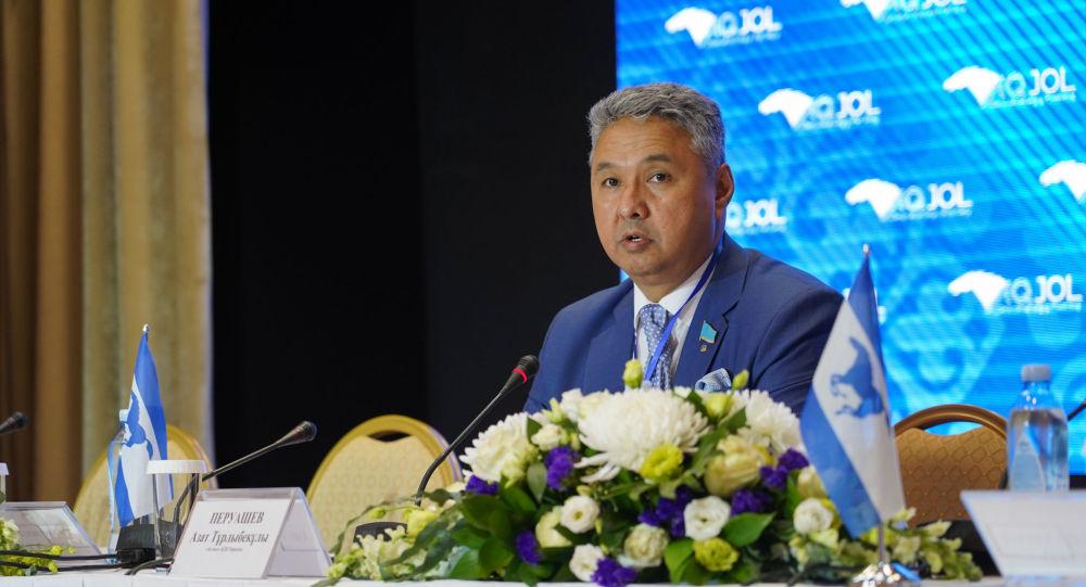 Лидер партии Ак жол Азат Перуашев. Курылтай партии Акжол