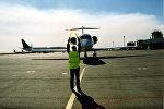 Посадка самолета, архивное фото