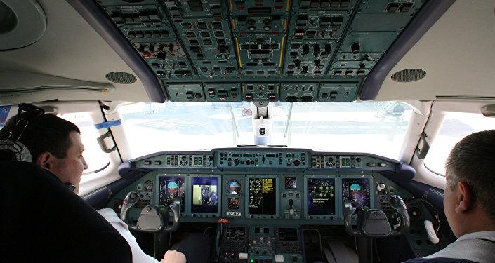 Архивное фото пилотов в кабине самолета