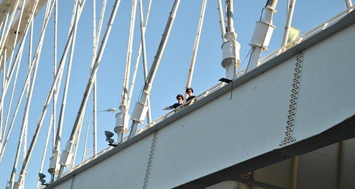 Архивное фото моста