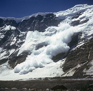 Архивное фото схода лавины