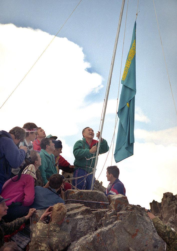 назарбаев альпинисты