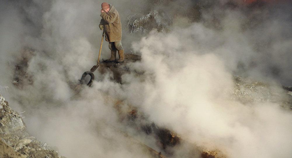 Архивное фото аварии на теплотрассе