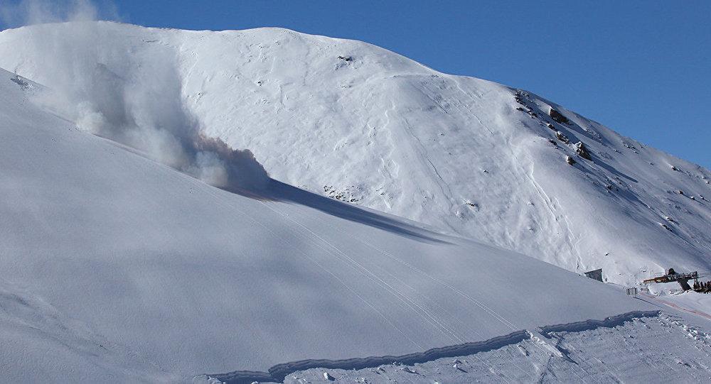 Архивно фото схода лавины