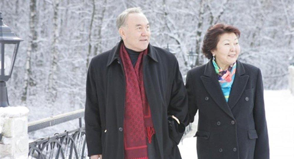 Нұрсұлтан Назарбаев әйелімен бірге