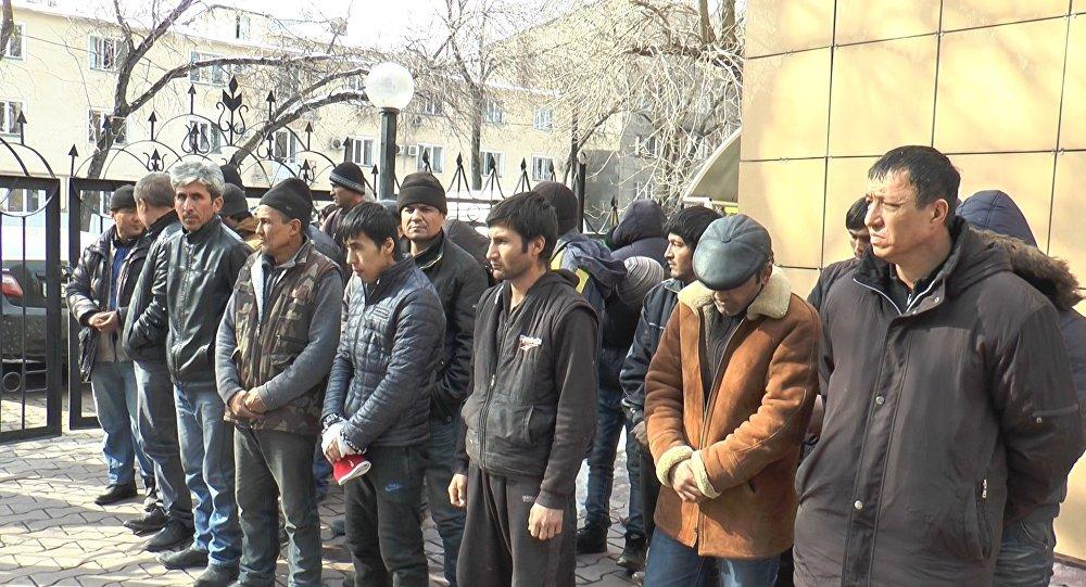 Трудовые мигранты из Узбекистана и Таджикистана
