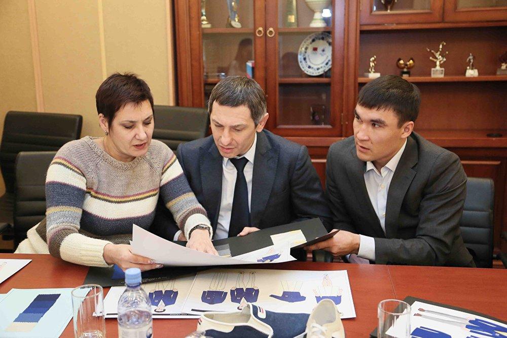 Ольга Шишигина, Юрий Мельниченко и Серик Сапиев разрабатывают дизайн олимпийской формы
