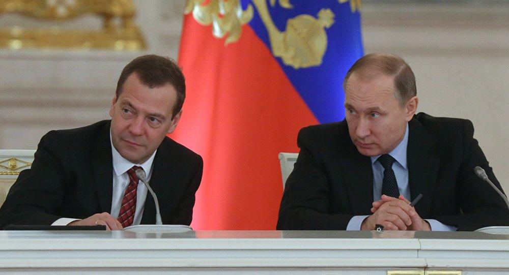 Дмитрий Медведев пен Владимир Путин