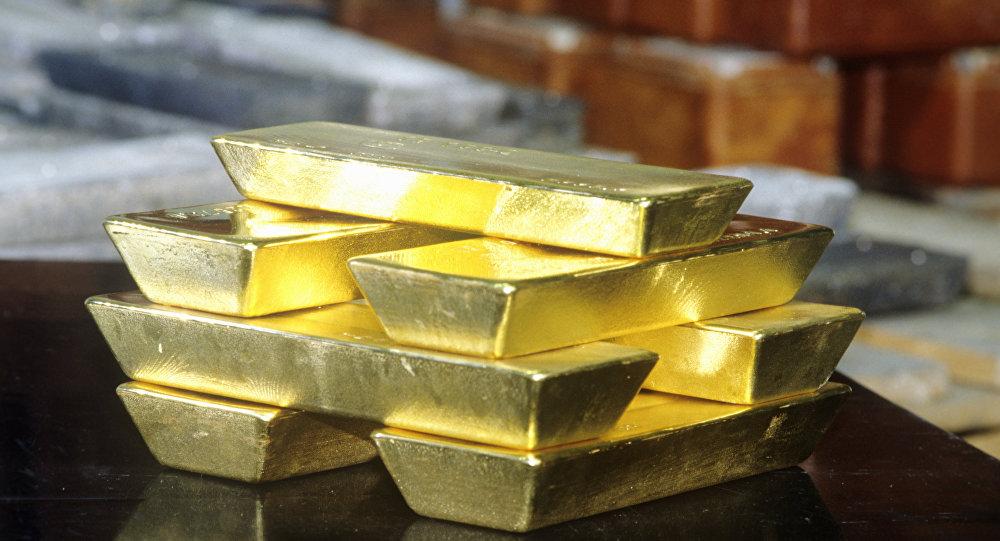 Архивное фото золотых слитков