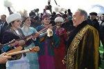 Нурсултан Назарбаев во время праздника, архивное фото