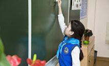 Архивное фото казахстанской школьницы