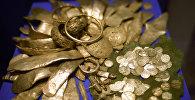 Архивное фото клада с золотыми монетами
